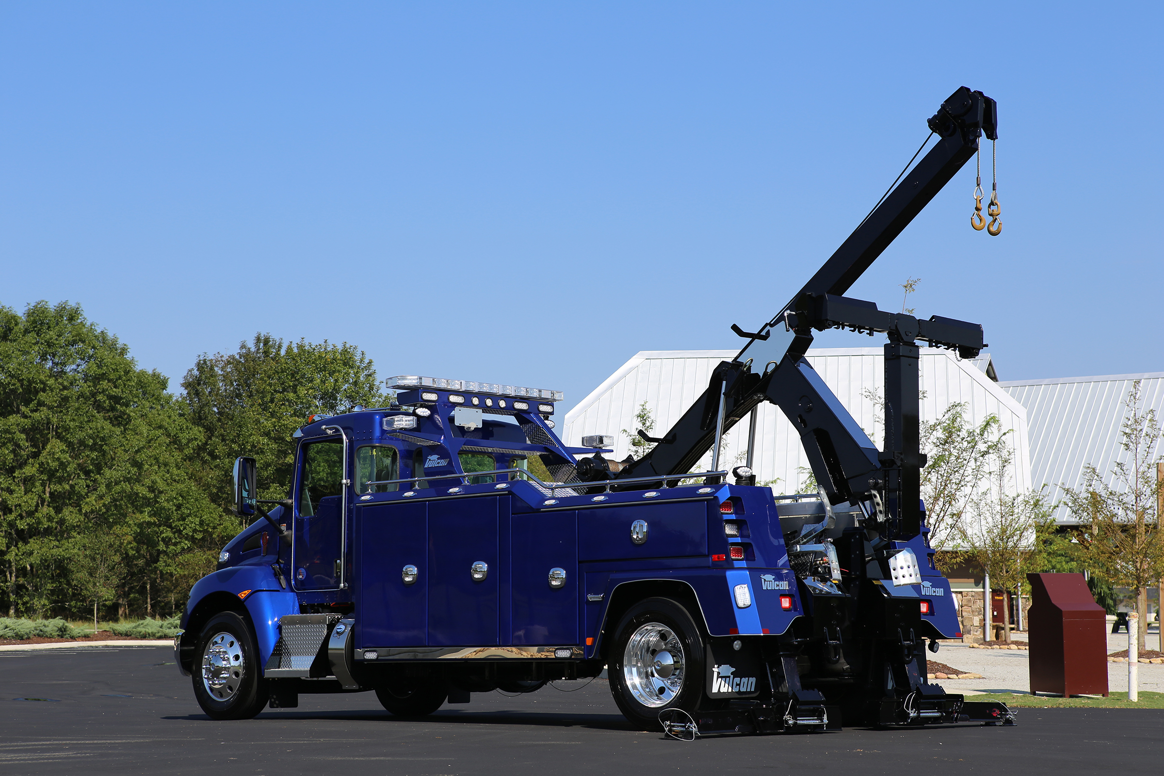 Vulcan V-30 Medium-Duty Wrecker