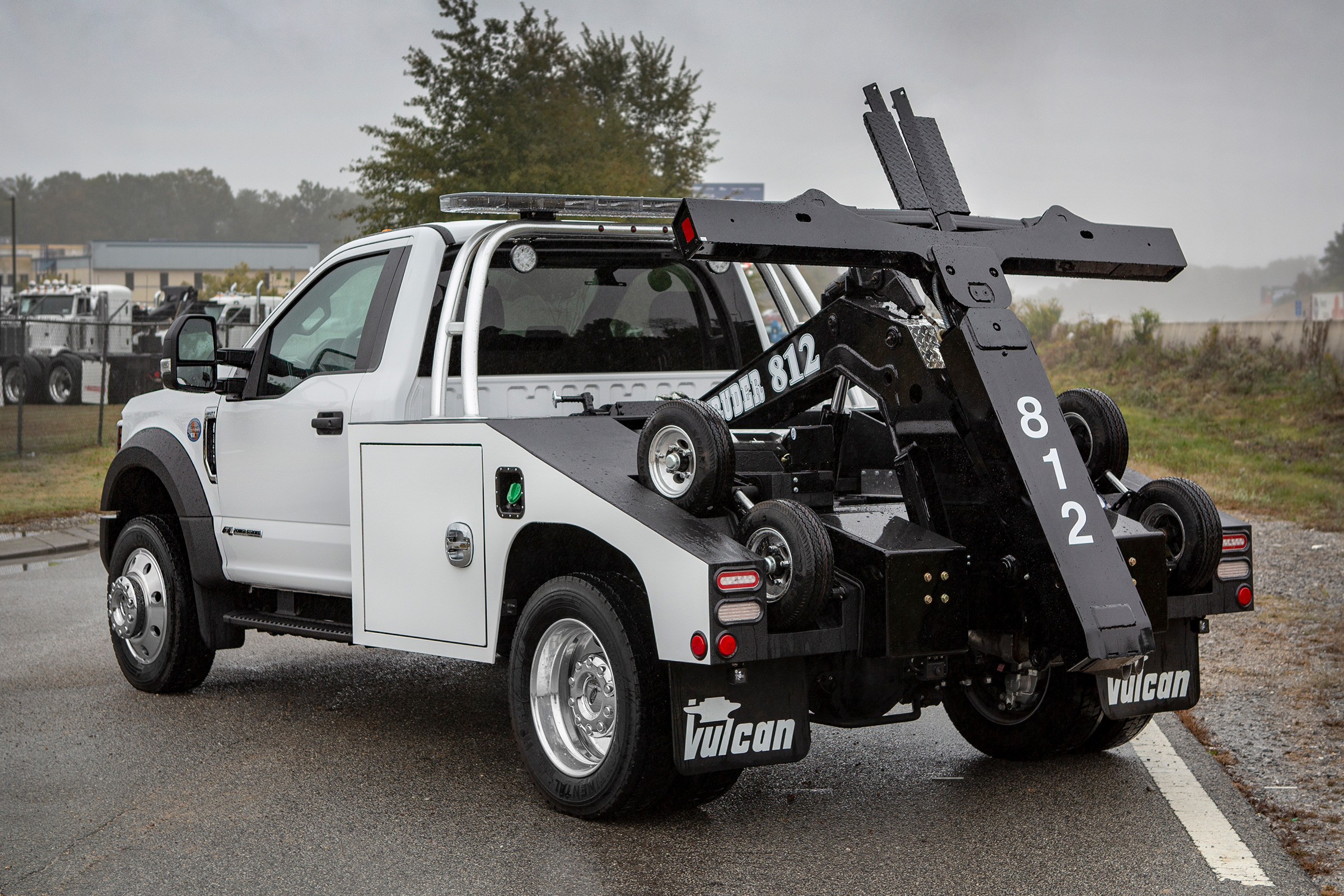 Vulcan® 812 Intruder™ II Light-Duty Autoloader on a Ford F450 Truck Chassis
