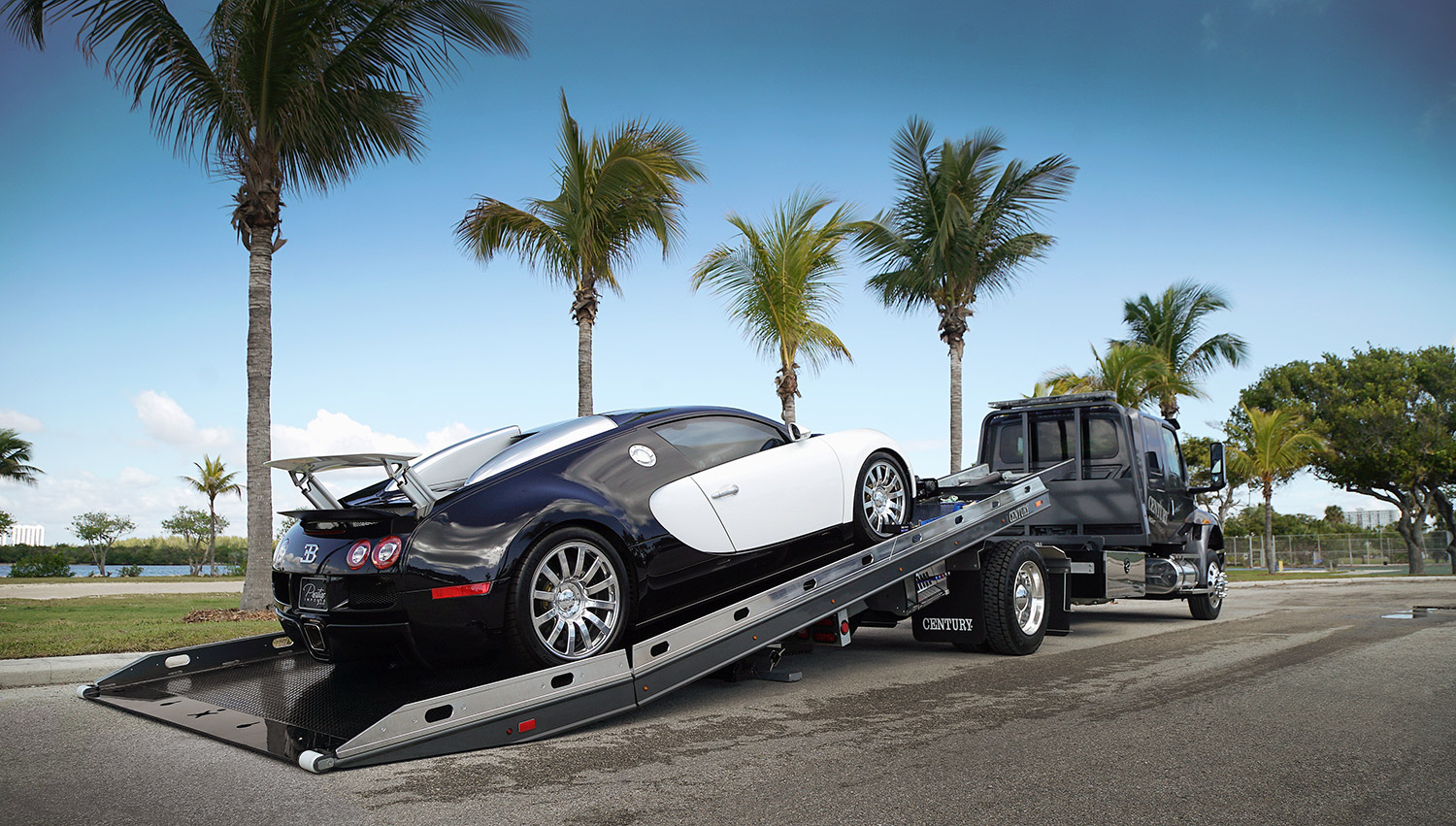 Car Carriers LCG Century Century 12-Series LCG with Bugatti Veyron