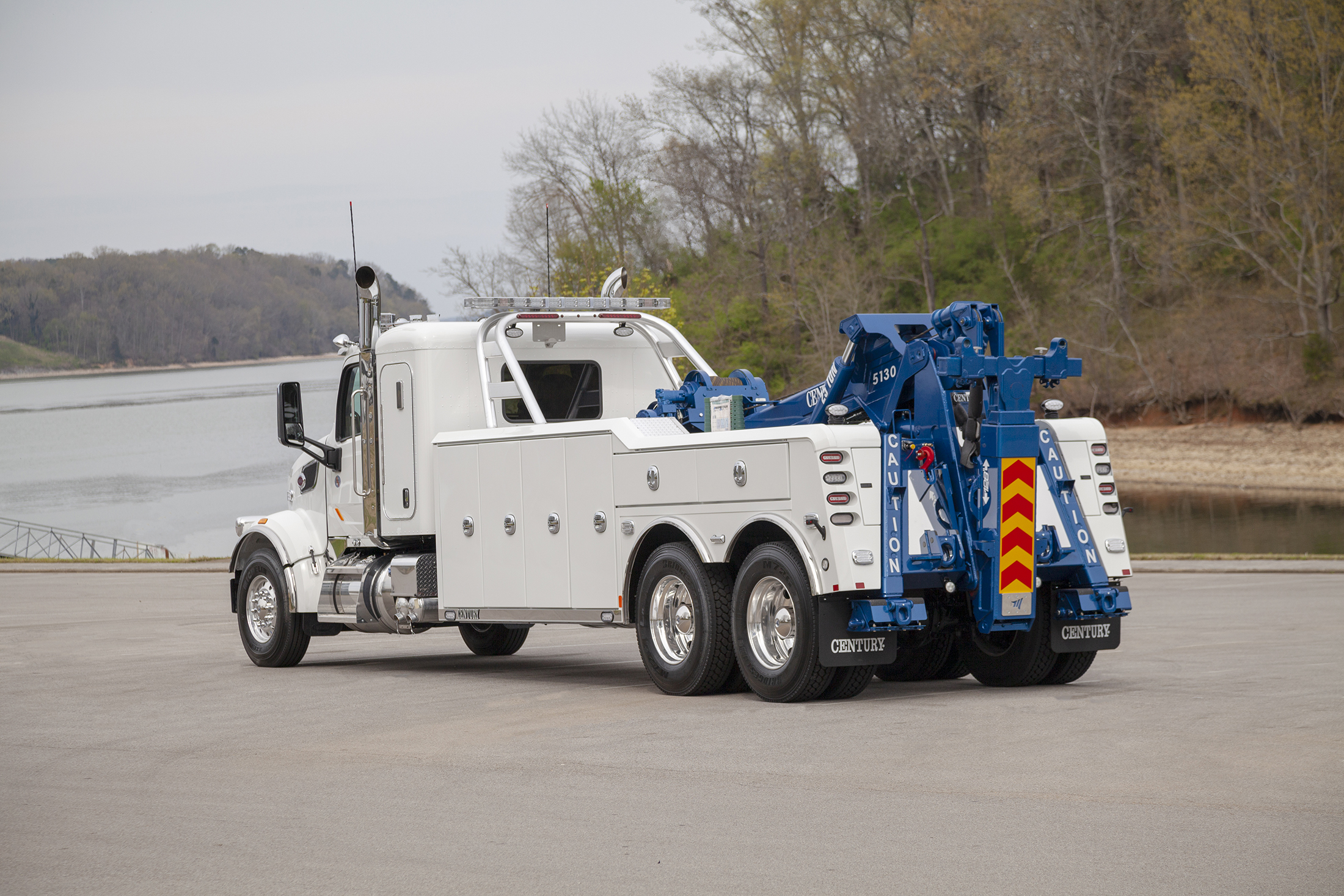 Century® 5130 Heavy-Duty Integrated Wrecker has superior weight-forward design for the best highway towing