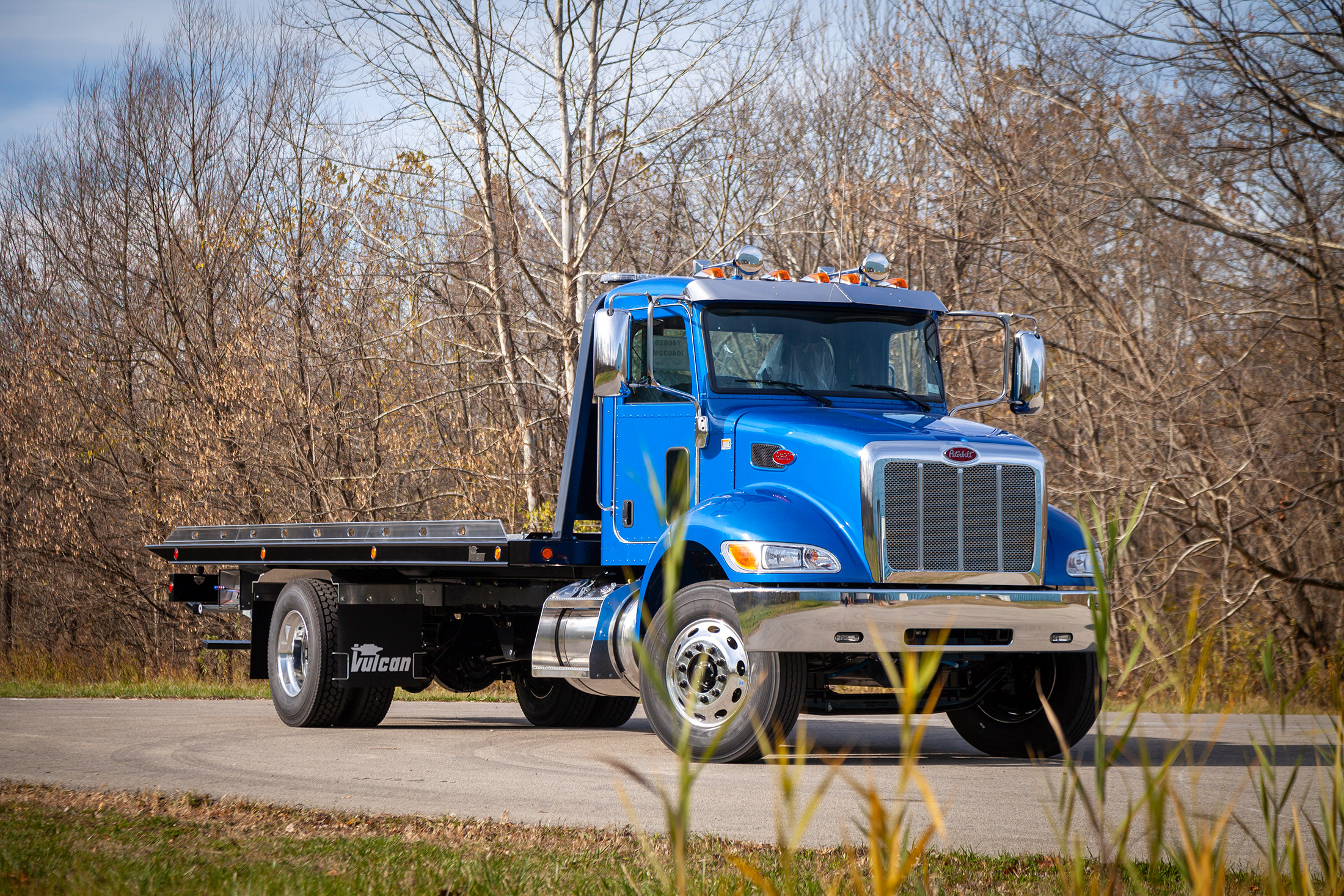 blue Vulcan 16 series lag on a Peterbilt 337 chassis front shot