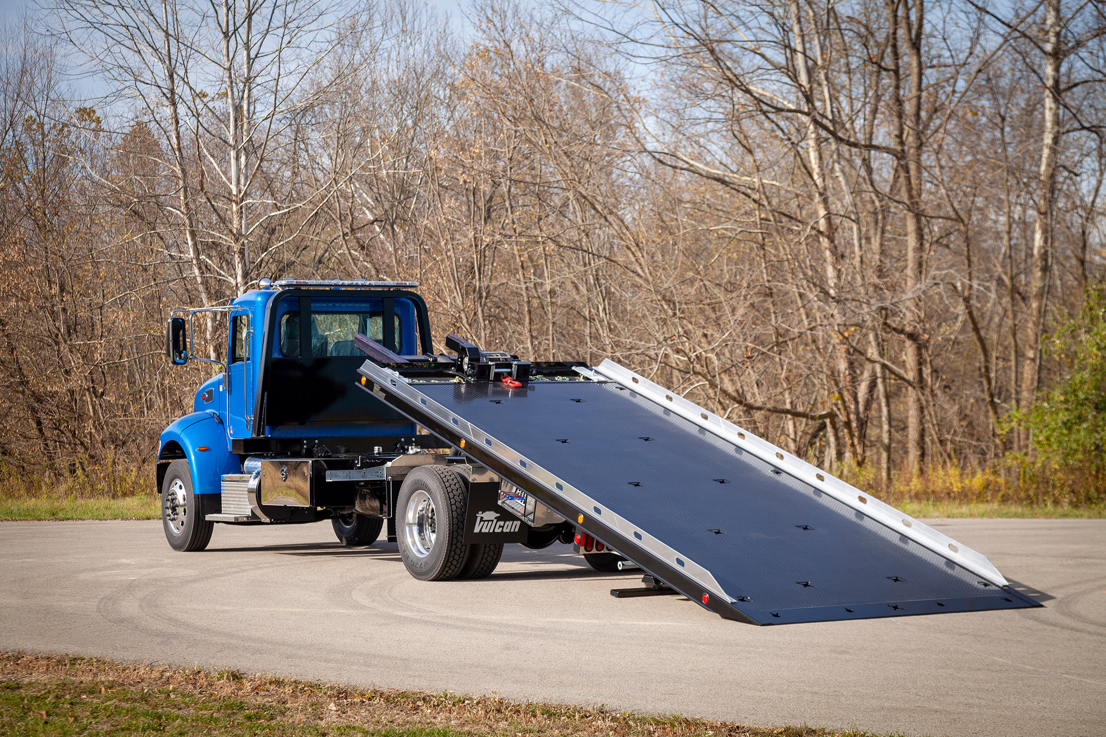 blue Vulcan 16 series lag on a Peterbilt 337 chassis rear bed back