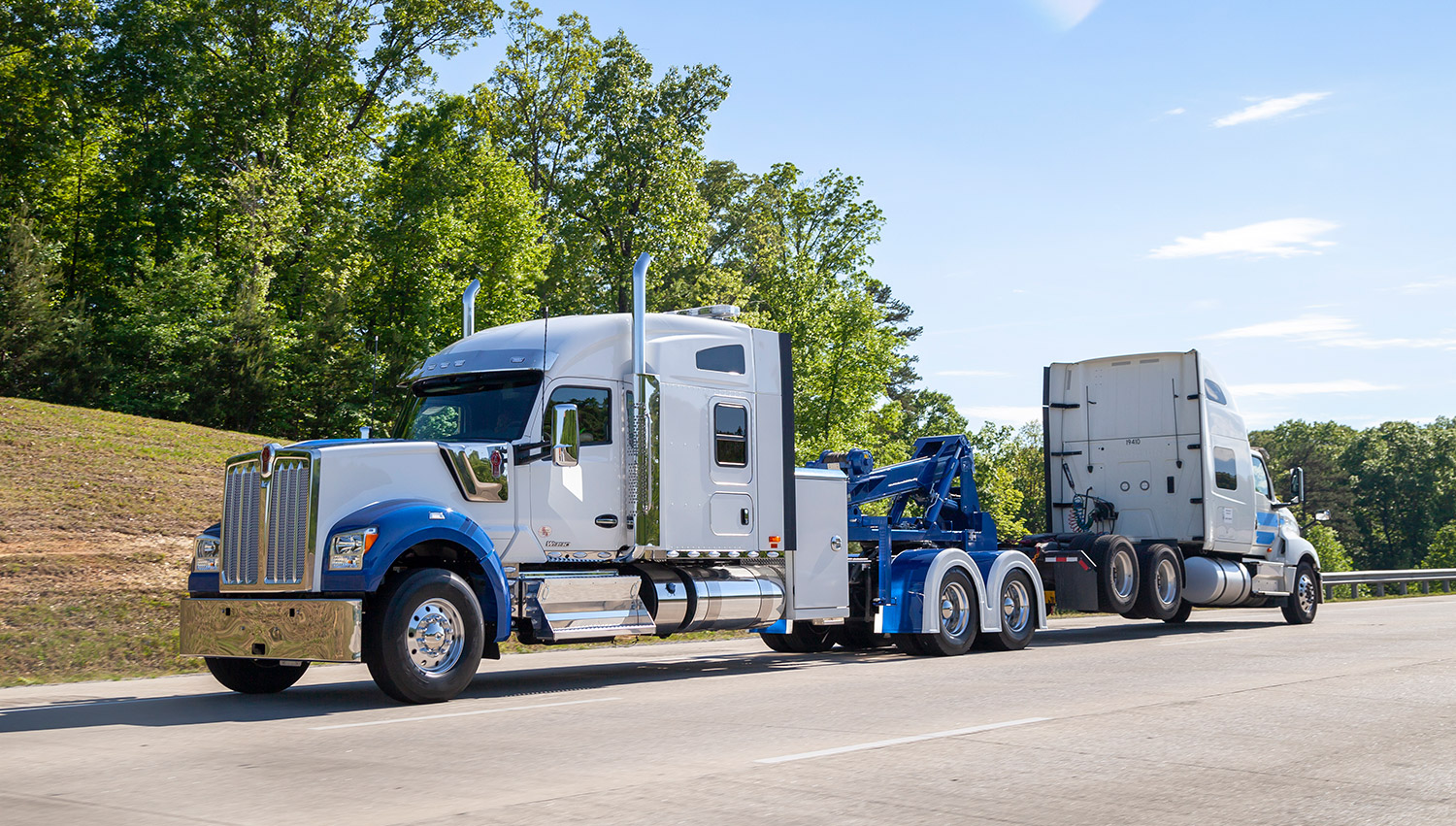 The Holmes detachable towing unit is idea for over the road long hauls.