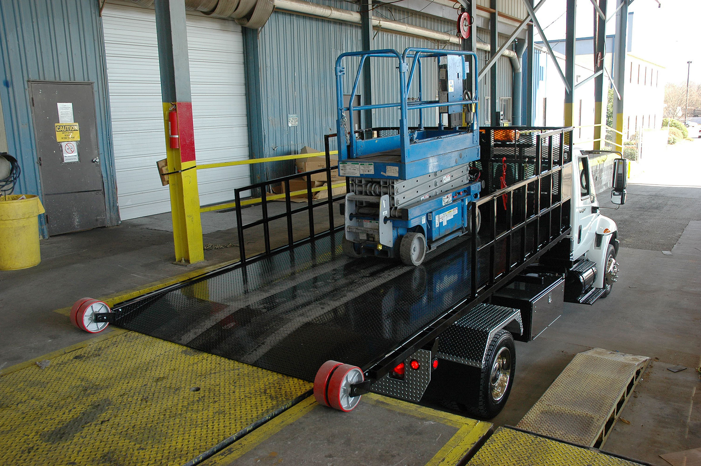 Drive equipment directly on to Titan® C-Series deck at loading dock