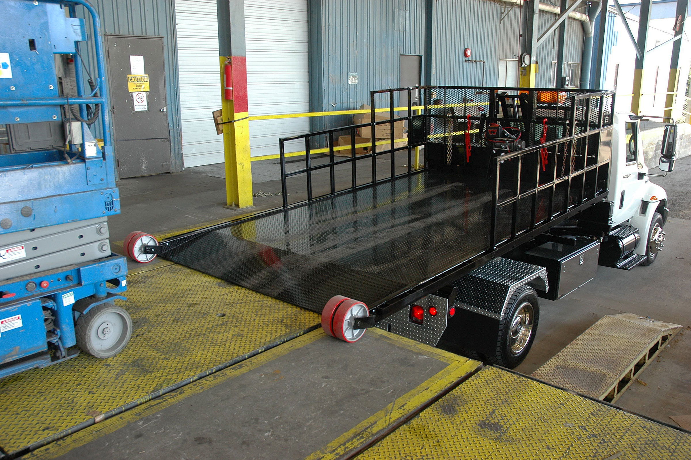 Titan® C-Series deck can be adjusted to fit loading dock height