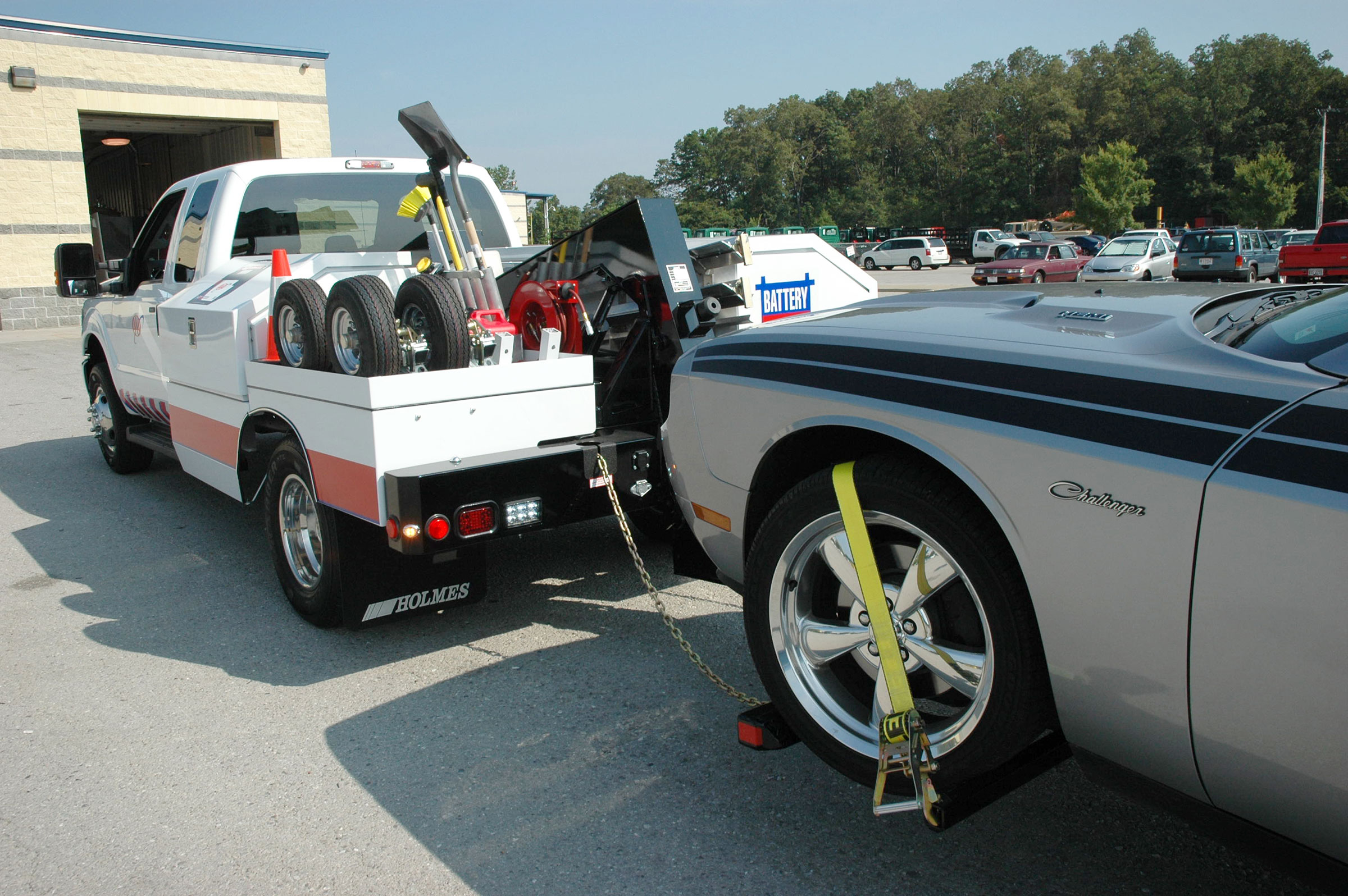 holmes-220-tow-service-vehicle-towing